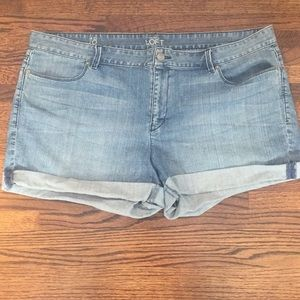 Roll-up Jean Shorts